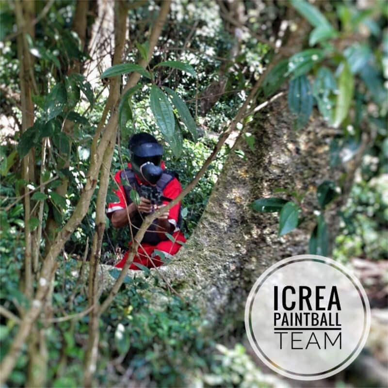iCrea Team Building - Emerson Mora camuflajeandose en el bosque