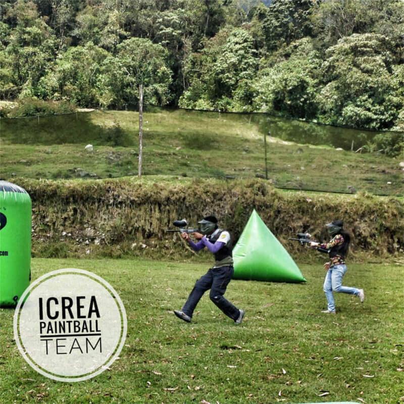 iCrea Team Building: Anderson Carmona y Rossana Criollo (Blanca) defendiendo a su equipo