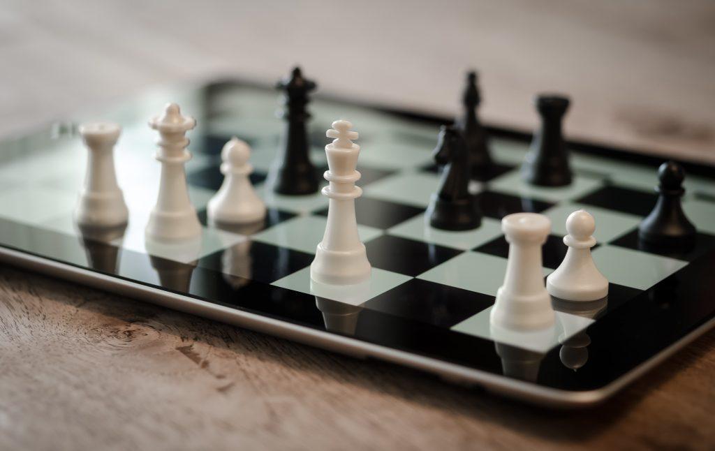 ajedres, estrategia y plan, en herramienta actua, smartphone